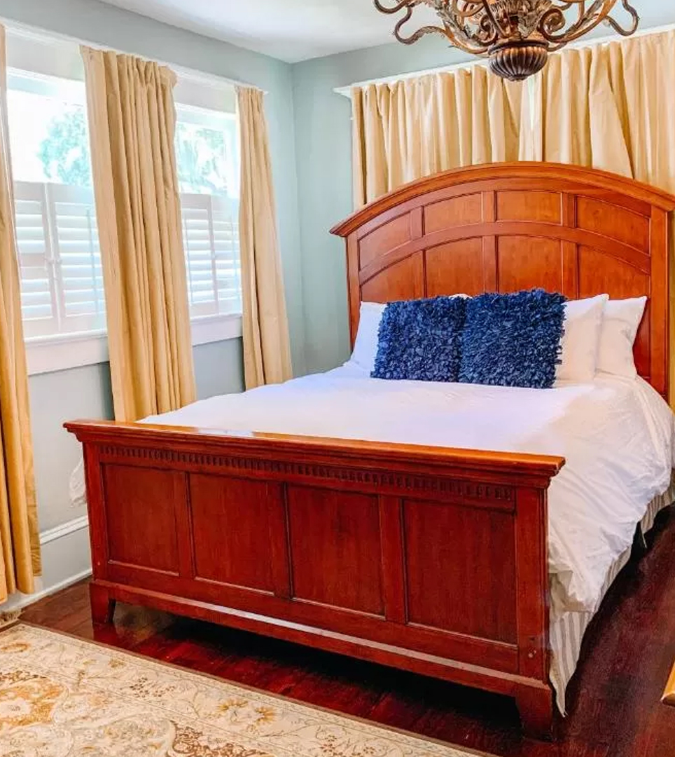 YOU WILL FIND COMFORTABLE ACCOMMODATIONS IN SANFORD <br> AT PARK PLACE INN AND COTTAGES